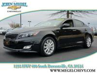 FUEL EFFICIENT 34 MPG Hwy/23 MPG City! CARFAX 1-Owner.