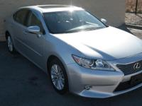 EPA 31 MPG Hwy/21 MPG City! CARFAX 1-Owner, Extra