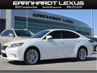 *CarFax One Owner!* Bluetooth, Sunroof / Moonroof,
