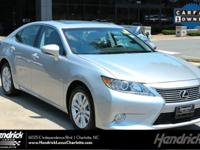 EPA 31 MPG Hwy/21 MPG City! CARFAX 1-Owner, Superb