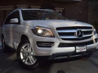 This Mercedes Benz GL-Class GL450 4MATIC 7-Speed