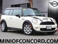 FUEL EFFICIENT 35 MPG Hwy/26 MPG City! CARFAX 1-Owner,
