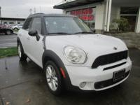 2014 Mini Cooper S Countryman in Light White with