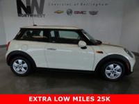 EXTRA LOW MILES 25K,PANORAMIC SUNROOF,HEATED