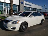 Options:  2014 Nissan Altima 2.5|White|Clean Carfax.