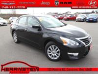 Clean AutoCheck, One Owner**, CD Player, Altima 2.5 S,