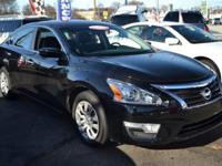 This 2014 Nissan Altima - Sedan Bluetooth Auto Climate