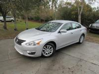 This 2014 Nissan Altima 4dr 4dr Sedan I4 2.5 S features