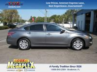 This 2014 Nissan Altima 2.5 S in Gun Metallic is well