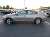 Come see this 2014 Nissan Altima . Its Variable