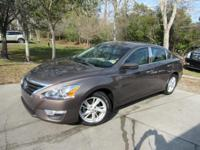 This 2014 Nissan Altima 4dr 4dr Sedan I4 2.5 SV