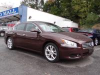 Come see this 2014 Nissan Maxima 3.5 SV. Its Variable