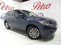 2014 Nissan PathfinderClean CARFAX.26/20 Highway/City