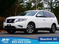 2014 Nissan Pathfinder in White. 4WD. Vehicle stability
