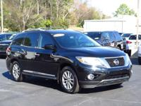 CARFAX ONE OWNER! BLUETOOTH, LEATHER SEATS, SATELLITE