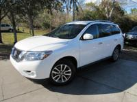 Options:  2014 Nissan Pathfinder Sv|This 2014 Nissan