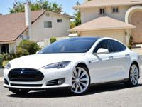 "2014 Tesla Model S AM/FM/HD/USB w/17"" Capacitive Touch"