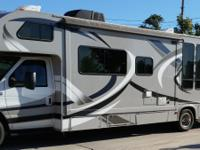 2014 Thor 31F, 5,000 miles, Excellent condition, Has