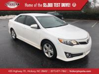 Super White 2014 Toyota Camry SE FWD 6-Speed Automatic