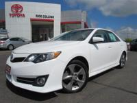 Sunroof! Back up camera! This 2014 Toyota Camry comes