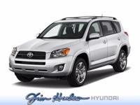 Perfect for the on-the-go family, this Toyota RAV4 FWD