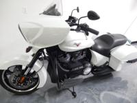 2014 VICTORY CROSS COUNTRY. COLOR: Gloss White.  )