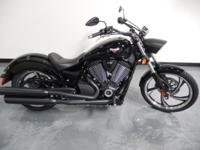 2014 VICTORY VEGAS 8-BALL. Gloss Black w / Blacked-Out