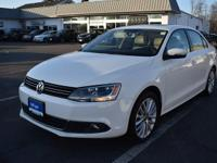 2014 Volkswagen Jetta 1.8T SEL CARFAX One-Owner. Clean