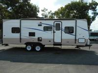 2014' WEEKENDER MODEL 264W HAS FRONT BEDROOM WITH A