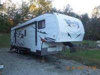 2014 Wildwood SRV 32' Toy Hauler. sleeps 8, 1 slide