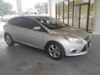 2014 FORD Focus SE ** Like New ** Only 3300 miles !! **