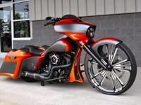 A STUNNING SHOW WINNING FULLY CUSTOMIZED 2014 HARLEY