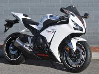 2014 HONDA CBR 1000 RR IN PRISTINE CONDITION NEVER
