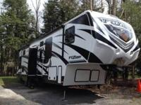 2014 fuzion toy hauler! Lovely toy hauler! Model FZ331.