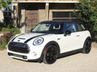 NAV SPORT WARRANTYGet out and motor in this 2014 Mini