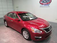 2014 Nissan Altima 2.5 S ** 38 MPG Hwy/ 27