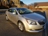 Boasts 28 Highway MPG and 18 City MPG! This Buick