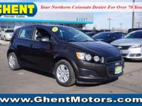 FUEL EFFICIENT 35 MPG Hwy/25 MPG City! iPod/MP3 Input,