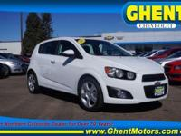 FUEL EFFICIENT 37 MPG Hwy/27 MPG City! Heated Seats,