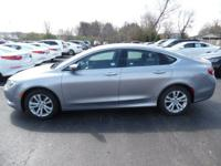 Come see this 2015 Chrysler 200 Limited. Its Automatic