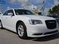 Come see this 2015 Chrysler 300 Limited. Its Automatic