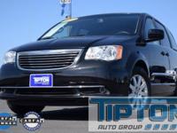 2015 Chrysler Town & Country in Brilliant Black Crystal
