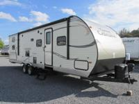 2015 Coachmen Catalina 293QBCK This unit has a spacious