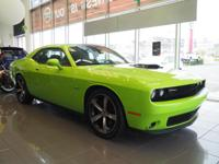 ONE OWNER CLEAN CARFAX!     5.7 LITER HEMI V8/8 SPEED