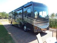 2015 Fleetwood Expedition 38S for sale in Panama City