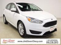 2015 Ford Focus SE in Oxford White with Charcoal Black