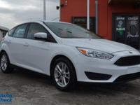 You're looking at a 2015 Ford Focus SE in Car
