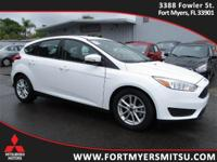2015 Ford Focus SE in Oxford White, *Carfax Accident