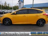Ford Focus ST 5-Door Hatch 6MT Turbo. Tangerine Scream