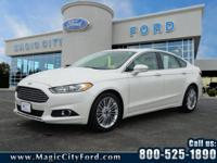 This 2015 Ford Fusion SE features a backup camera, a